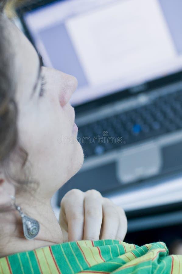 De computer van de vrouw en laptop stock foto