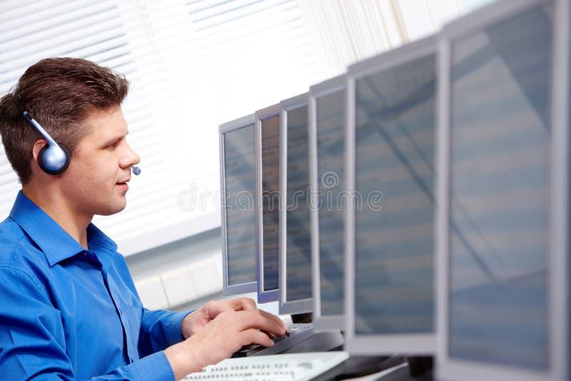 In de computerklasse stock afbeeldingen