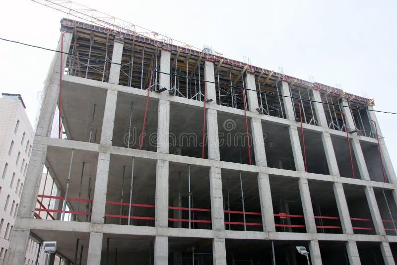 De concrete bouw in aanbouw met monolithisch gewapend beton kader in Moskou, Rusland royalty-vrije stock foto