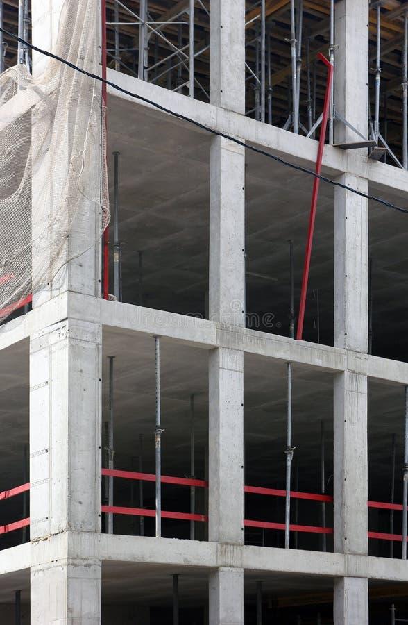 De concrete bouw in aanbouw met monolithisch gewapend beton kader in Moskou, Rusland royalty-vrije stock fotografie