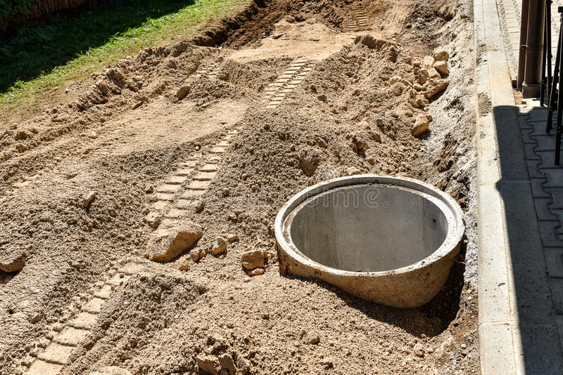 De concrete pijp van de bouwbuis in zand royalty-vrije stock foto