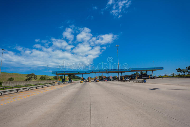 De concrete Poorten van de Tol van de Weg stock afbeelding