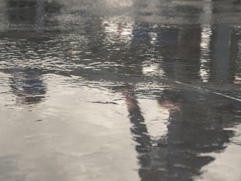 De concrete vloer is niet droog na het gieten royalty-vrije stock afbeelding