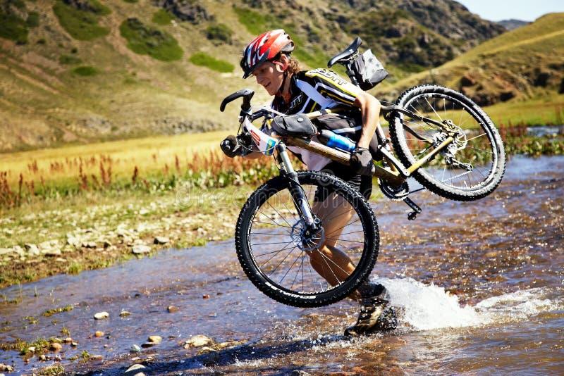 De concurrentie van de de bergfiets van het avontuur royalty-vrije stock fotografie
