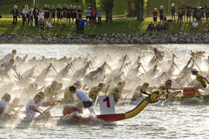 De concurrentie van de draakboot royalty-vrije stock fotografie