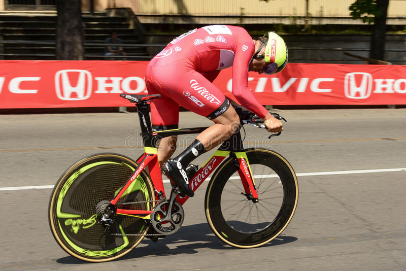 De concurrenttribunes van het Wilierteam op pedalen bij Giro 2017, Milaan stock foto