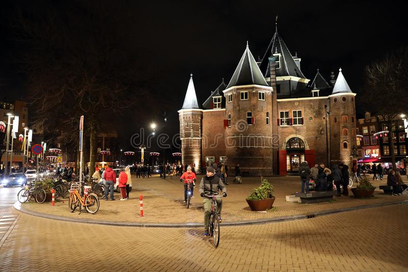 De constructivo medieval Waag en el centro de Amsterdam imagen de archivo
