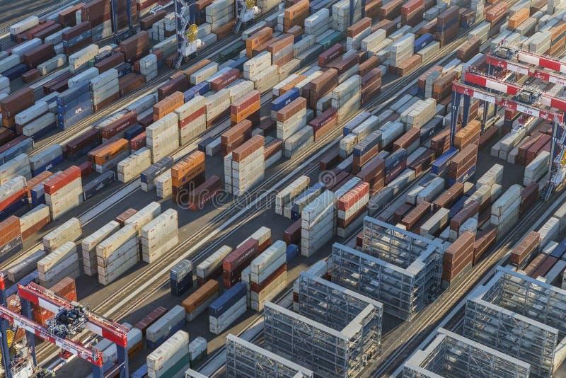 De Containerstapels van de havenkant stock foto
