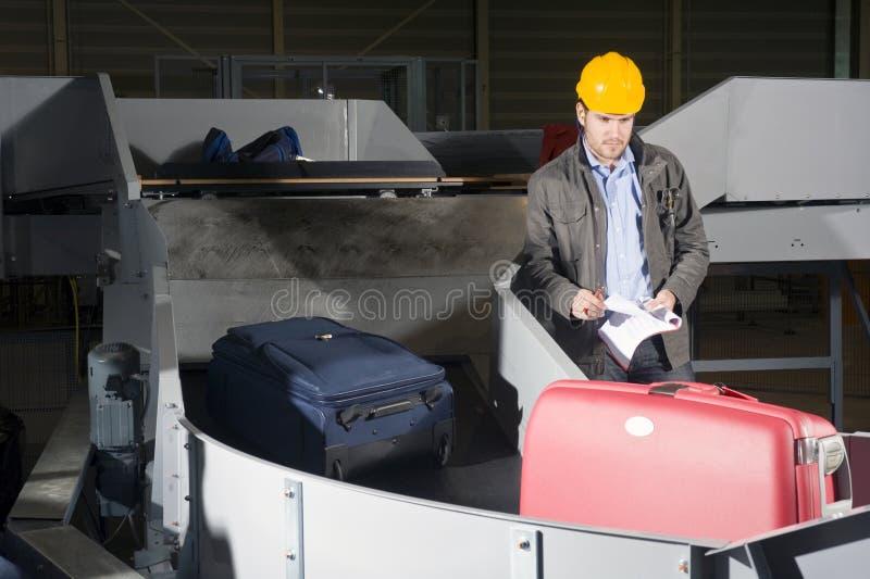 De controle van de bagage bij de Luchthaven stock fotografie