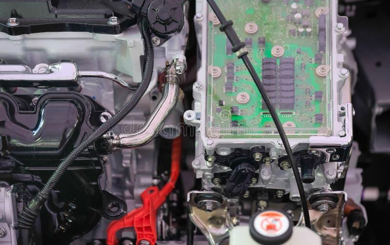 De controle van de machtselektronika in Motor hybride auto stock afbeeldingen
