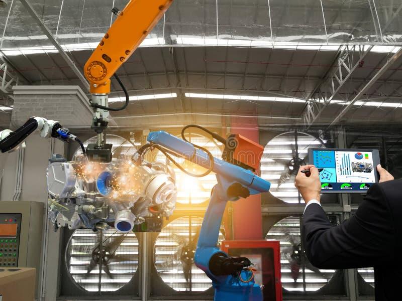 De controlerobot van het zakenmantouche screen de productie van de robots van de de motor verwerkende industrie van fabrieksdelen stock afbeelding