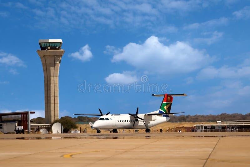 De controletoren van de luchthaven stock foto's