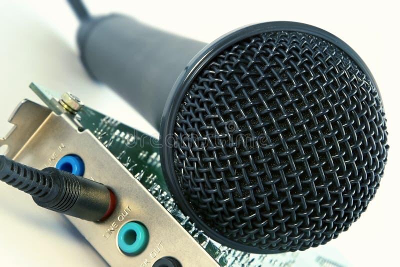 De correcte kaart van de microfoon en van de computer stock foto