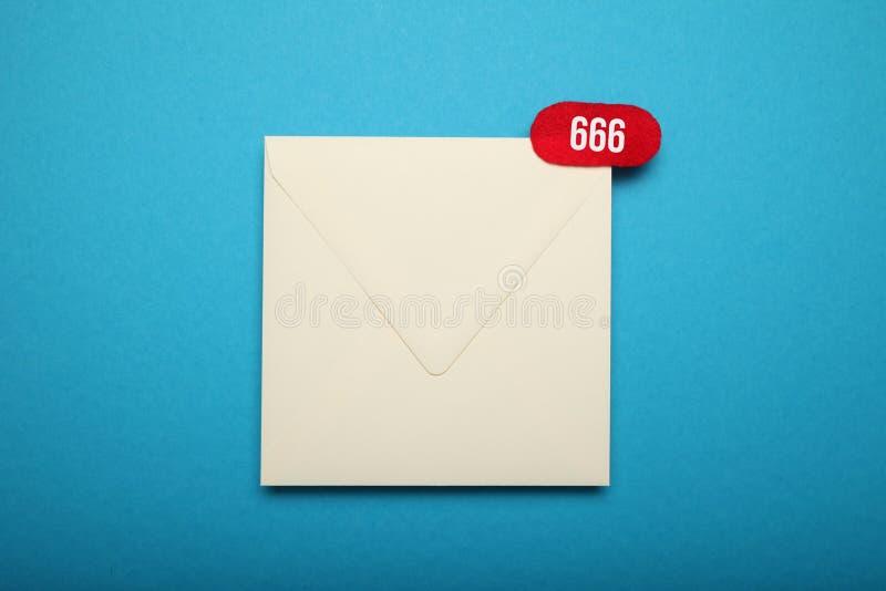De correspondentie van de adresgehechtheid Mondiaal sociaal net Vlakke envelop stock afbeelding