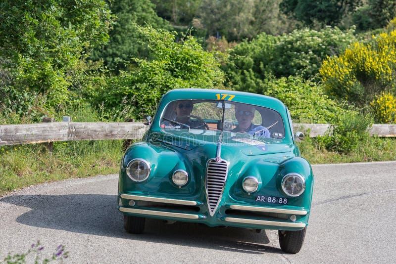 De COUPÉ die van ALFA ROMEO 6C 2500 SS 1949 op een oude raceauto in verzameling Mille Miglia 2018 REIZEN beroemd Italiaans histor stock fotografie