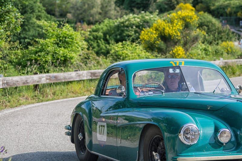 De COUPÉ die van ALFA ROMEO 6C 2500 SS 1949 op een oude raceauto in verzameling Mille Miglia 2018 REIZEN beroemd Italiaans histor royalty-vrije stock fotografie