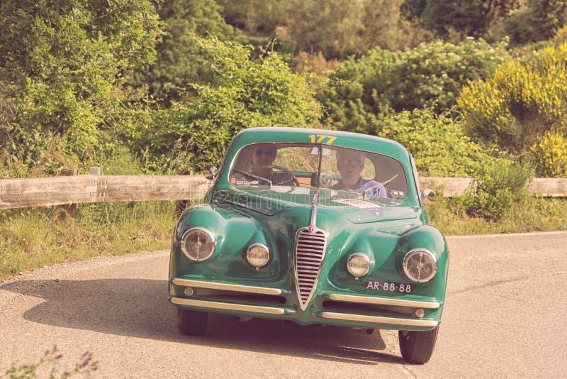 De COUPÉ die van ALFA ROMEO 6C 2500 SS 1949 op een oude raceauto in verzameling Mille Miglia 2018 REIZEN beroemd Italiaans histor royalty-vrije stock foto