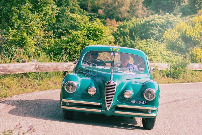 De COUPÉ die van ALFA ROMEO 6C 2500 SS 1949 op een oude raceauto in verzameling Mille Miglia 2018 REIZEN beroemd Italiaans histor stock foto