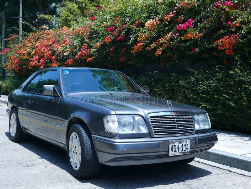 De coupé Sportline van Gray Mercedes-Benz E320 in Lima royalty-vrije stock afbeeldingen