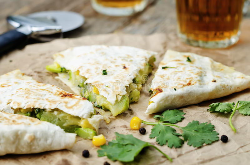 De courgettequesadilla van het broccoligraan stock foto