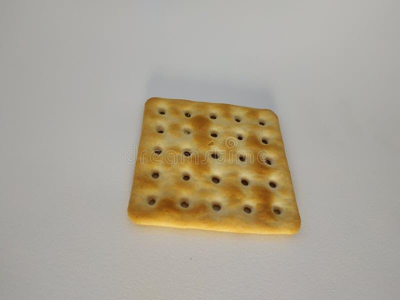 De cracker van de tarwe Een koekje van de enig stuk volkorendiehaver op witte achtergrond wordt geïsoleerd royalty-vrije stock afbeeldingen
