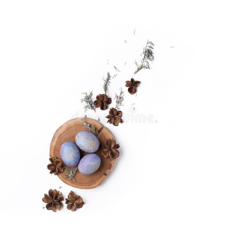 De creatieve Pasen-vlakte legt regeling met eieren stock foto's