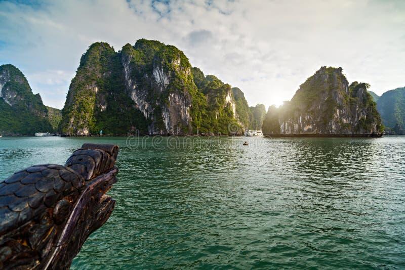 De cruise is een traditioneel houten overzees van de baaieilanden van troephalong landschap Het van Zuid- rotseilanden Overzees V royalty-vrije stock foto