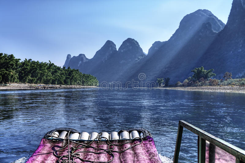 De Cruise van de Rivier van Li van China Guilin stock afbeeldingen