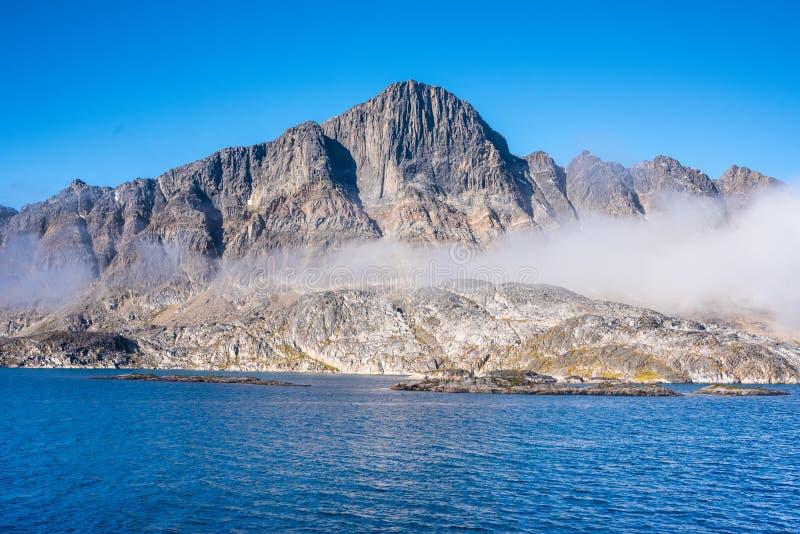 De cruise van Groenland - landschappen in de Hamburger Sund, het noorden van Maniitsoq, West-Groenland stock foto's