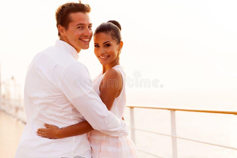 De cruise van het jonggehuwdepaar stock foto's