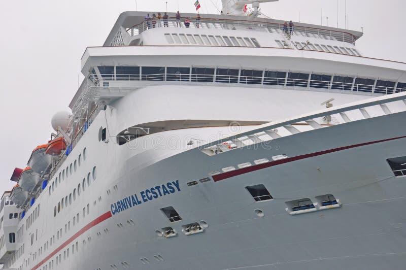 De cruiseschip van de Carnovalvervoering in Nassau royalty-vrije stock foto's
