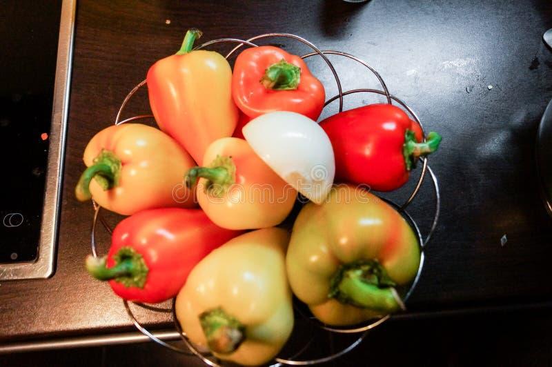 De cuisine toujours durée Poivrons doux crus frais à l'oignon photo libre de droits