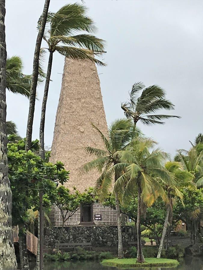 De culturele Polynesische bouw op het Polynesische Culturele Centrum in Hawaï stock foto's