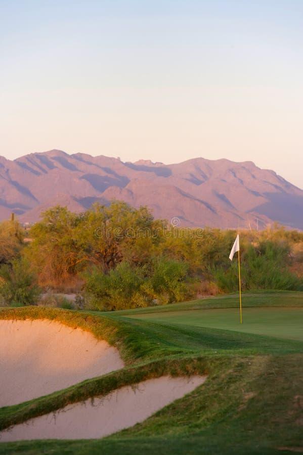 De cursus van het golf in de woestijn van Arizona stock afbeeldingen