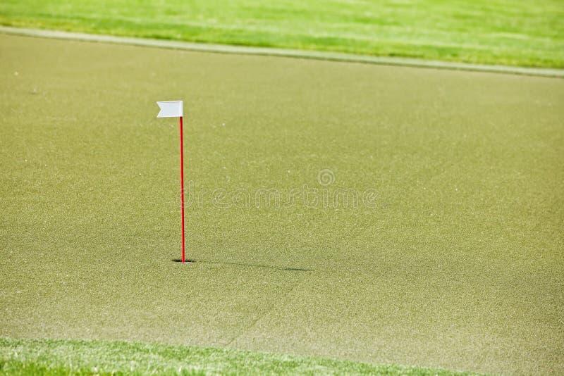 De cursus van het golf met kunstmatig gras stock fotografie