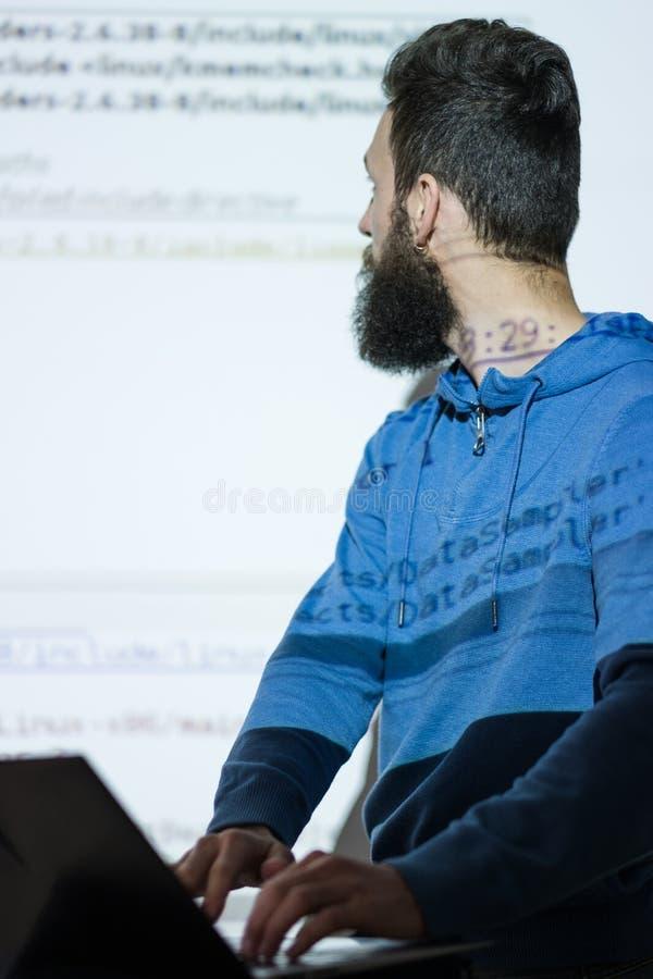 De cursussenoptimalisering tevreden Internet van sprekersseo stock afbeeldingen