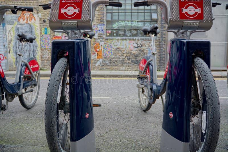 De Cycli van Santander Vervoer voor Londen stock foto's