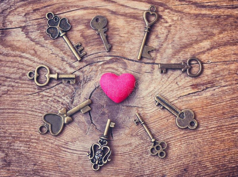 De dag abstracte achtergrond, hart en sleutels van Valentine royalty-vrije stock afbeelding