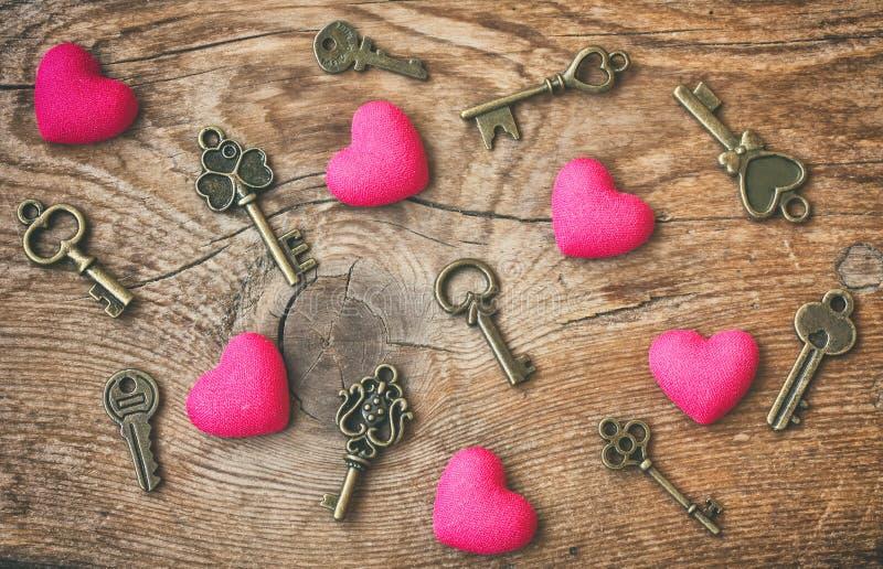 De dag abstracte achtergrond, harten en sleutels van Valentine royalty-vrije stock afbeelding
