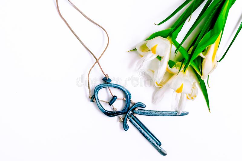 De dag, de bloemen voor dames en de juwelen van Valentine royalty-vrije stock foto