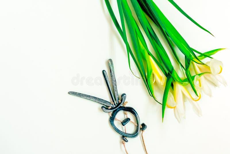 De dag, de bloemen voor dames en de juwelen van Valentine stock afbeelding