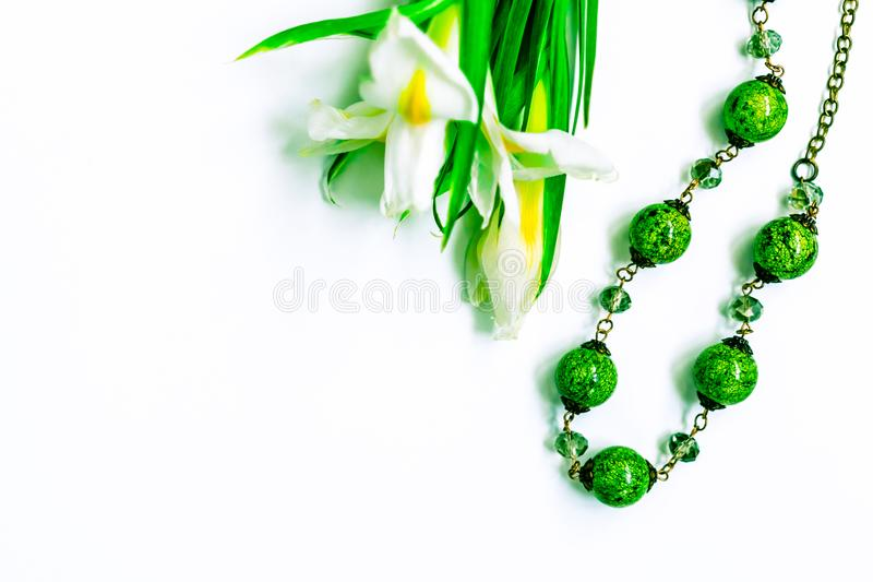De dag, de bloemen voor dames en de juwelen van Valentine stock afbeeldingen