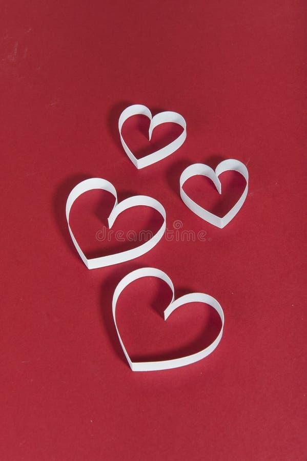 De Dag rode achtergrond van Valentine ` s en Witboekharten stock fotografie