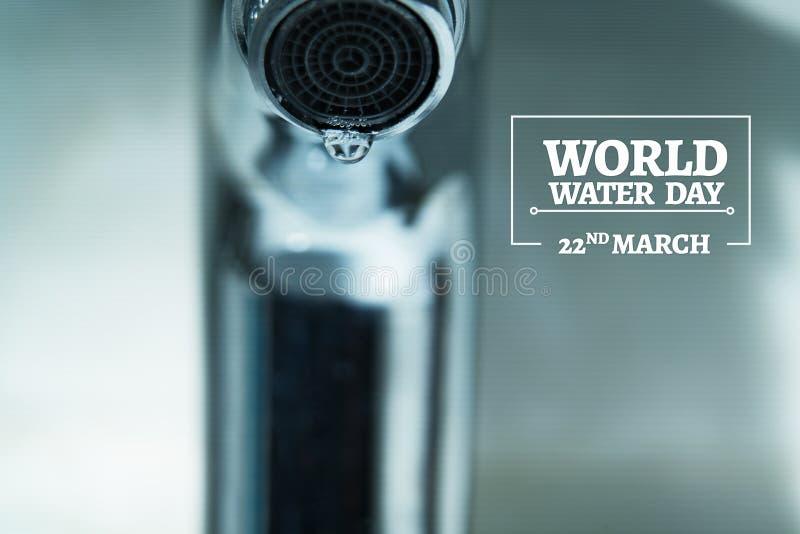 De dag van het wereldwater, waterdaling op tapkraan met zwarte achtergronden stock foto