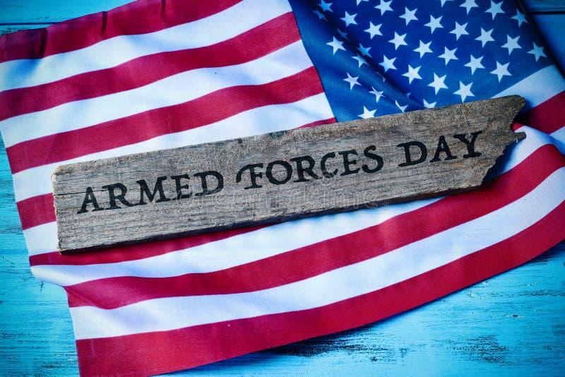 De dag van tekststrijdkrachten en vlag van de Verenigde Staten stock afbeeldingen