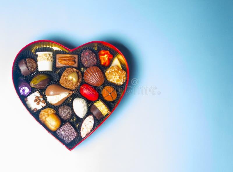 De dag van de valentijnskaart `s Chocolade in de vorm van een hart royalty-vrije stock foto