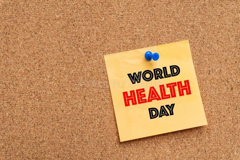 De dagbericht van de wereldgezondheid op geel notastootkussen royalty-vrije stock afbeeldingen