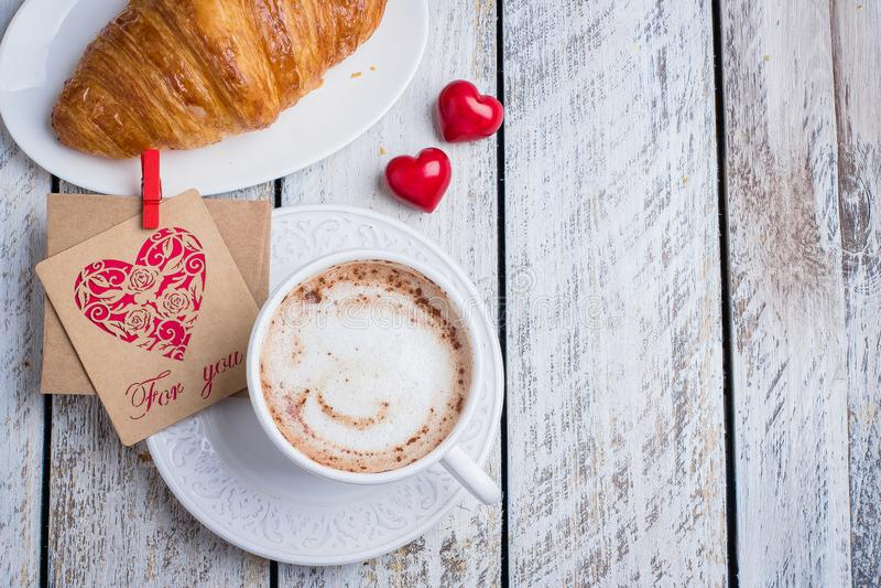 De dagconcept van de valentijnskaart ` s Vakantieontbijt royalty-vrije stock afbeeldingen