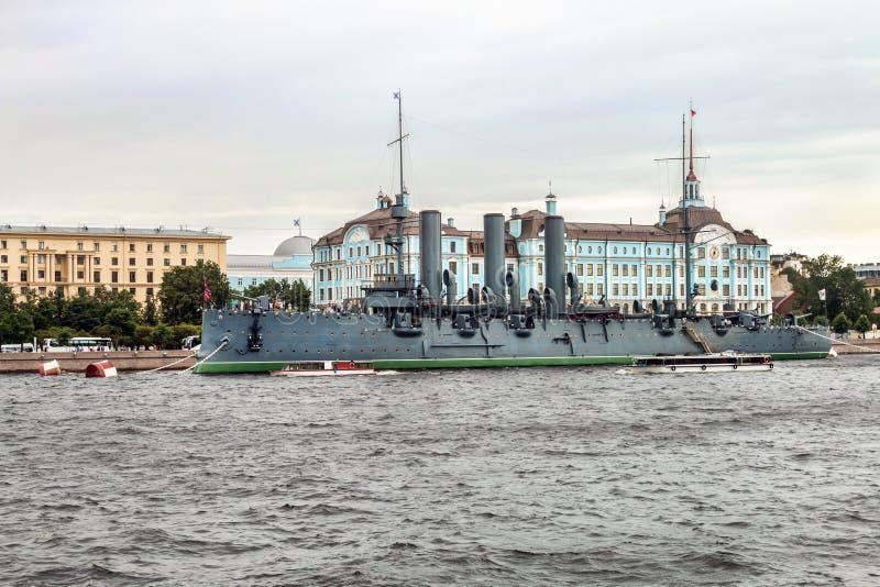 De dageraad is een Russische beschermde bewaarde kruiser, momenteel stock afbeelding