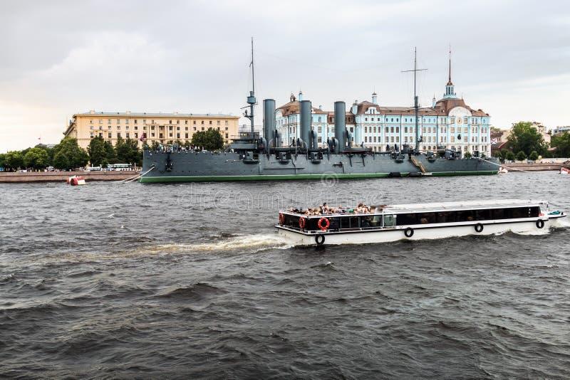 De dageraad is een Russische beschermde bewaarde kruiser, momenteel royalty-vrije stock foto